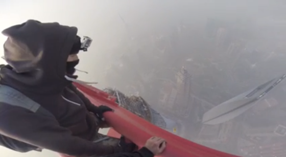Russians climb Shanghai Tower