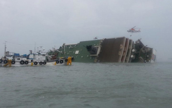 ferry sinks in South Korea